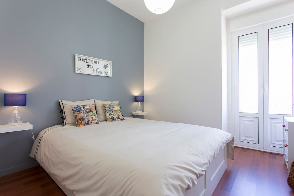 Main bedroom (160x200) full of natural light.