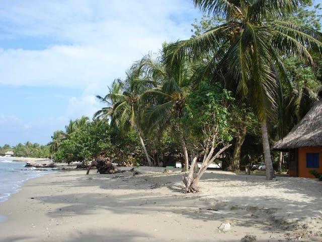 Cabaña en playa privada frente al mar