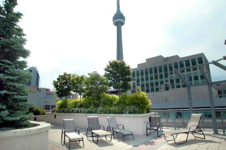 Spacious Condo by CN Tower/Roger's Centre