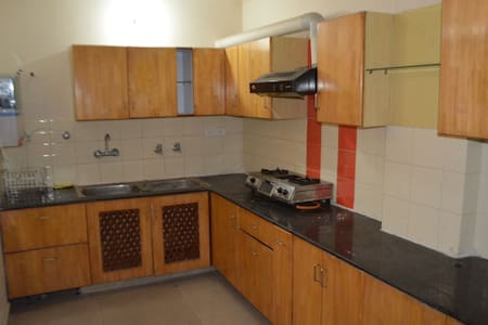 Pal Pent - short Stay Double rooms - Zirakpur - Lakás