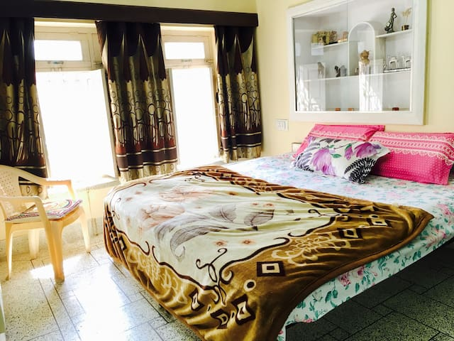 Cosy private room with indoor parking! - Jodhpur - Villa