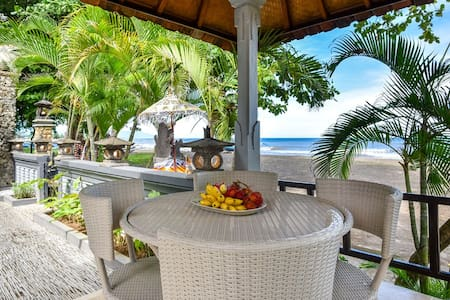 Lovely Villa with Remarkable Beach View in Lovina