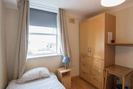 # 11  Single studio  - Rathmines - Apartemen