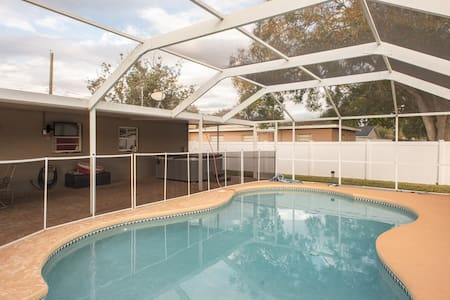 South Tampa Home With Pool & Hot Tub!