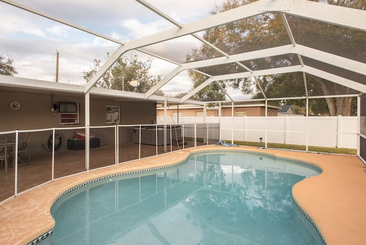 South Tampa Family Home With Pool & Hot Tub!