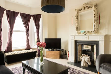 Victorian Villa  ensuite dble-great for the Races - Cheltenham - Bed & Breakfast