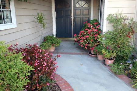 Home in the heart of Orange County - Orange - Talo