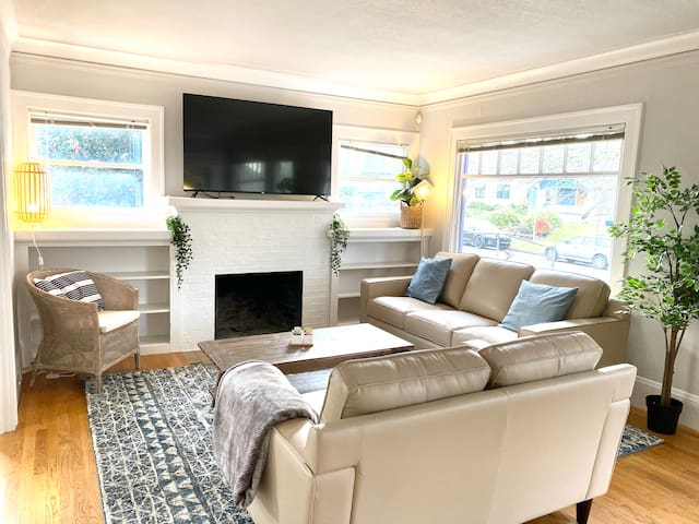 Trendy 4BR Bungalow in the Alberta Arts District!