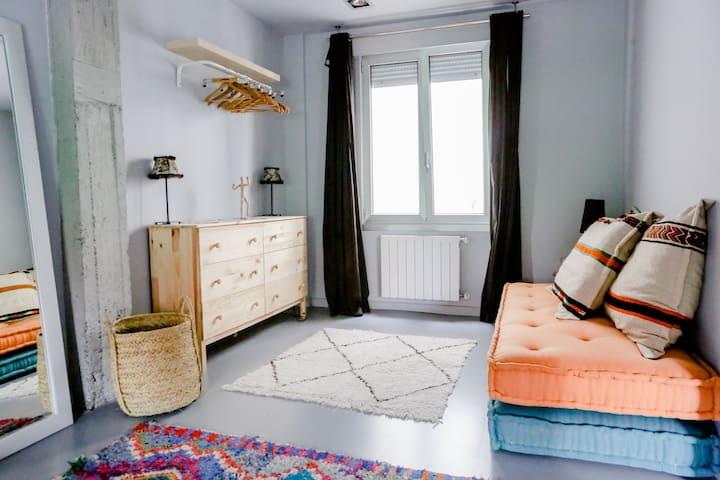 Zona de estar de la habitación principal