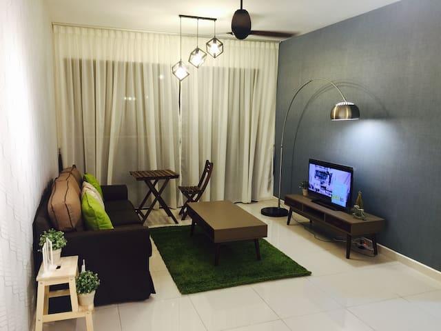 Zeva modern & comfortable house - Seri Kembangan - Huoneisto