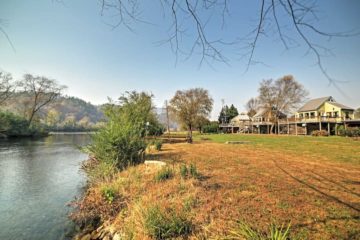 Peaceful Reliance Cabin w/Deck on Hiwassee River!