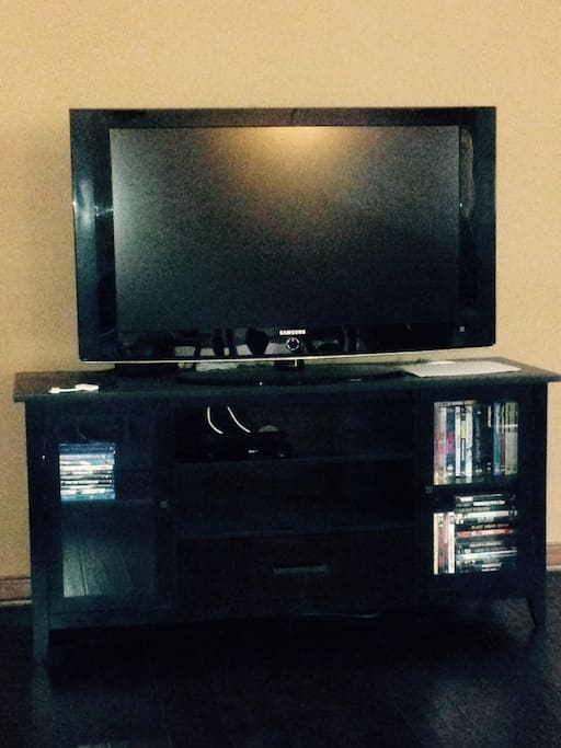 TV, wifi, blu-ray, netflix, hbonow, and amazon instant video access.