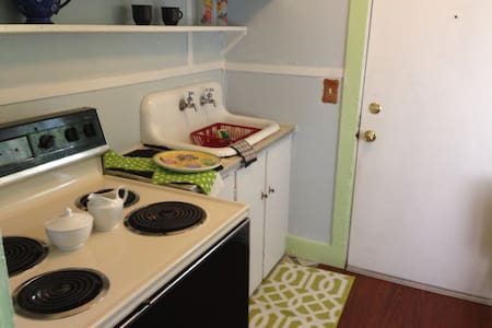 Simply Mackinac Cozy 1 bdrm apt