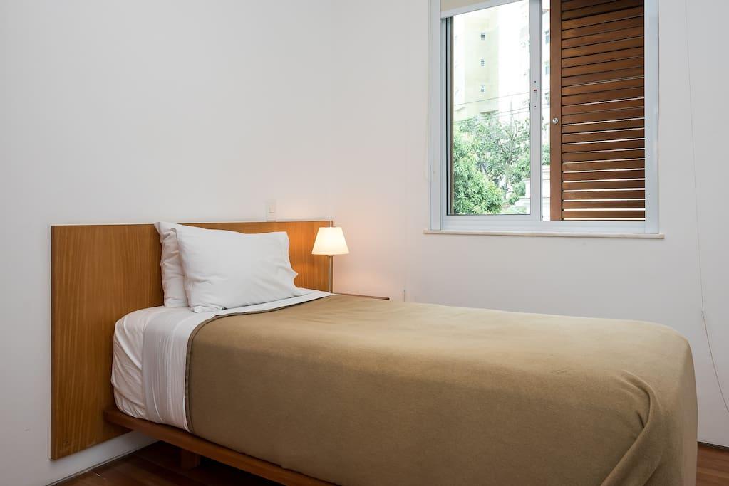 Single size bed / Quarto solteiro
