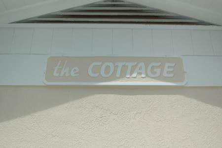 Carlouel Cottage 975