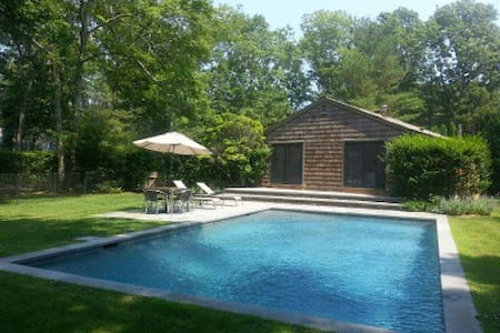 Charming  Wainscott-South Cottage - Wainscott