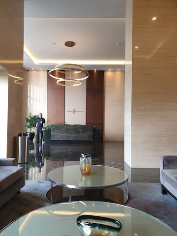 Fully furnished and Cozy wes vista Apartemen