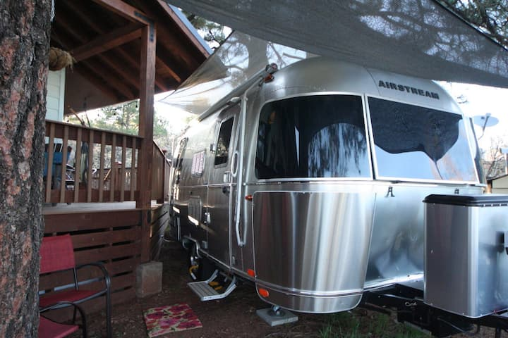 Warm & Cozy Airstream 19ft Imperio