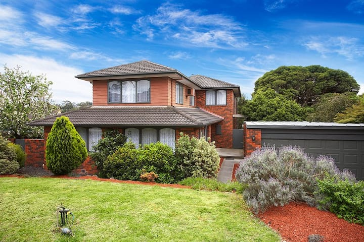 Fabulous 6 Bedroom home sleeps 12 - Templestowe - Casa