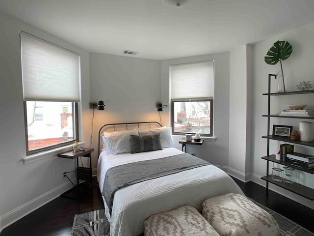 Private & Modern Room across from Fairmount Park