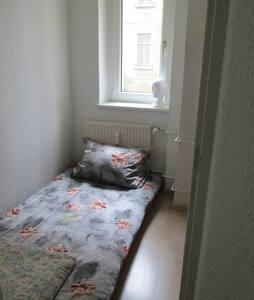 Klein, aber günstiges Zimmer - Leipzig