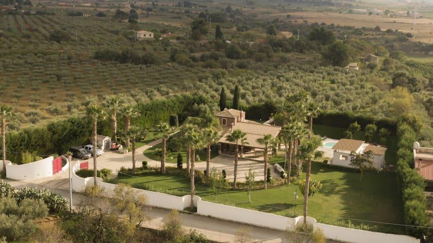 Villa Atria, oasi di pace a 10km dal mare
