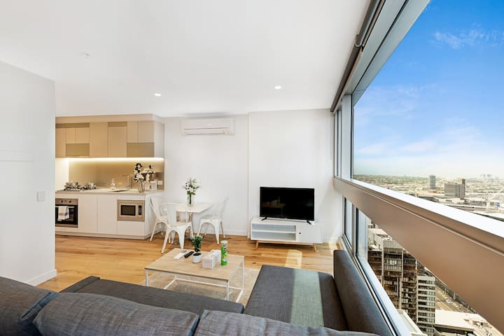 One bedroom apartment in CBD, High floor