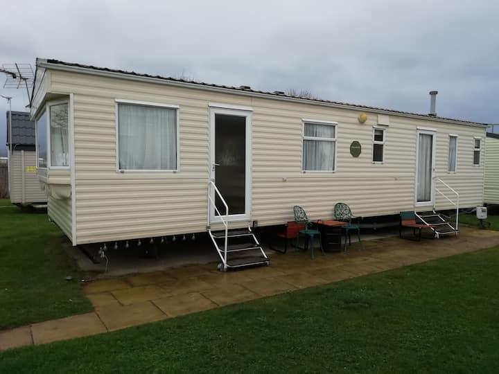 Rhyl, Caravan fully equipped. 6 berth. Rhyl