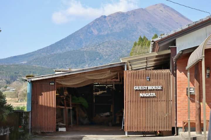 Visiting famous hot springs |guesthouse NAGATA