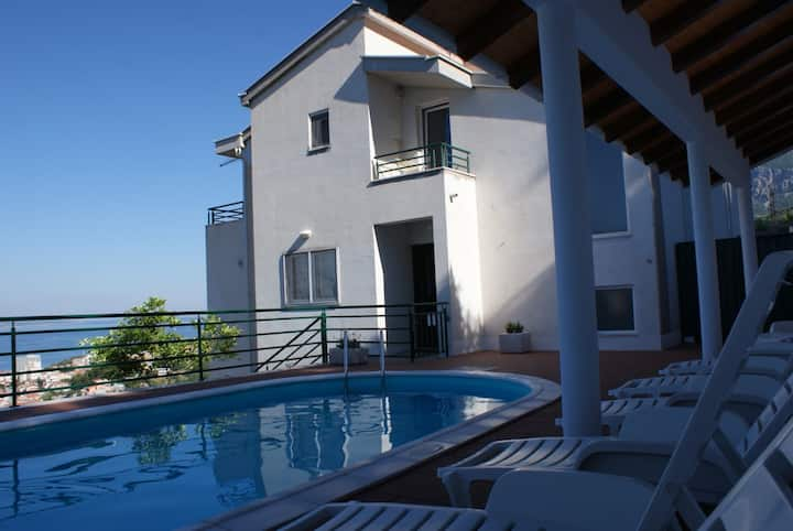 Apartment with 3 bedrooms balcony and sea view