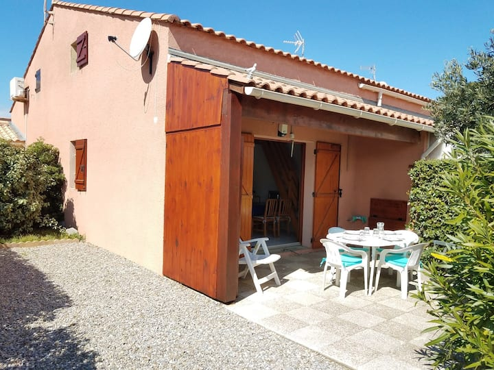 LS27 : GRUISSAN : 2-room Villa with pool in the residence