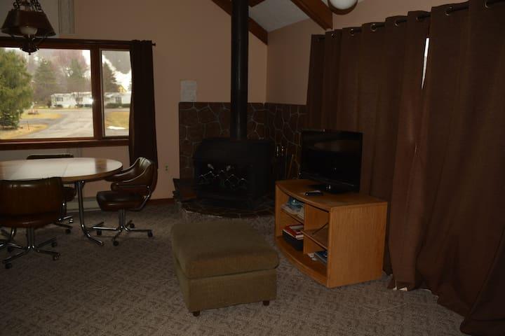 Roomy condo sleeps 6 plus with view