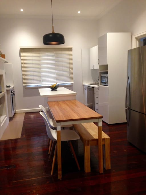Dining room and fully equipped kitchen with dishwasher
