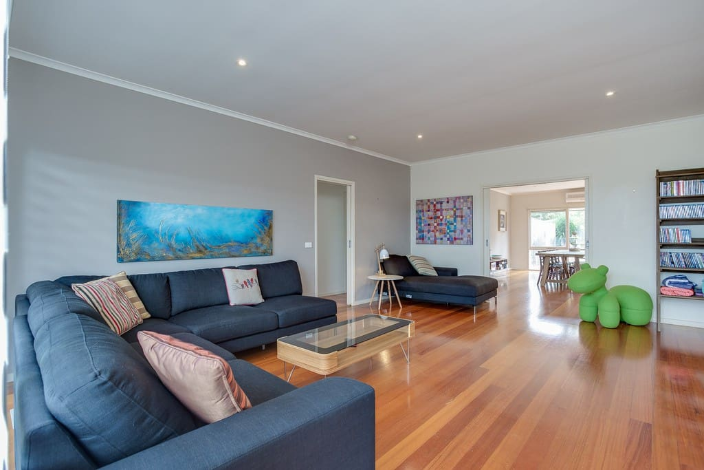 stylish living area, big screen TV and enterainment systems