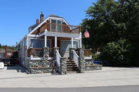 Quiet, Unique, and Cozy Beach house.