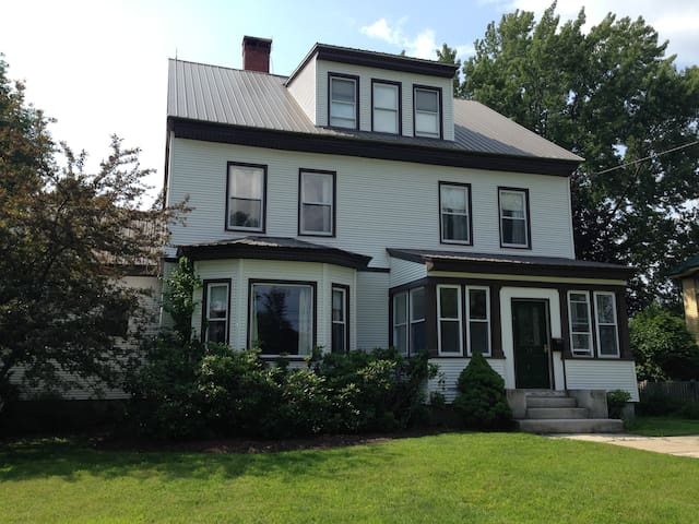 Historic home in quaint village - Fryeburg - Hus