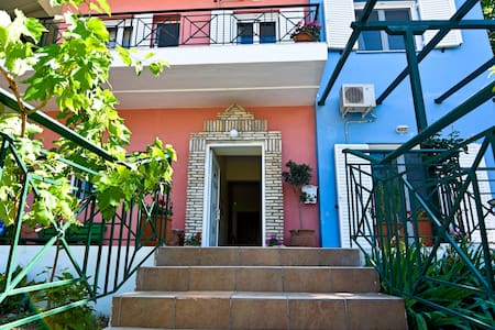 Tsertos Apartments - Kamena Vourla