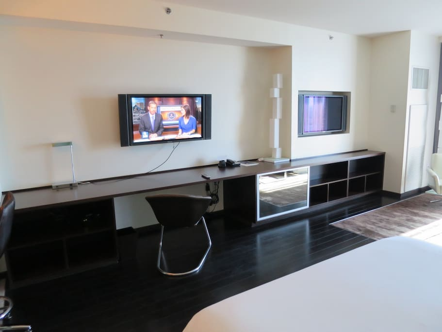 Palms place city view balcony condominiums for rent for 24 hour tanning salon los angeles