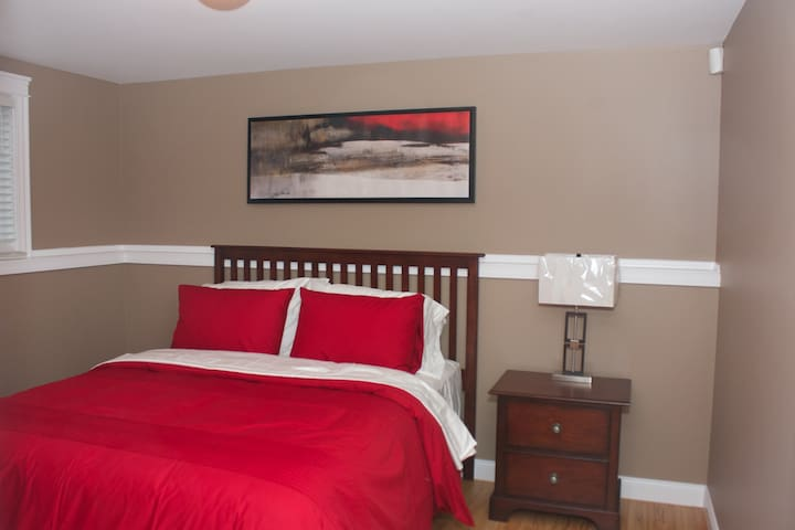 Cozy Private Apartment - Fredericton - Huis