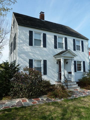 Lovely Colonial House near Bates - Lewiston - Huis