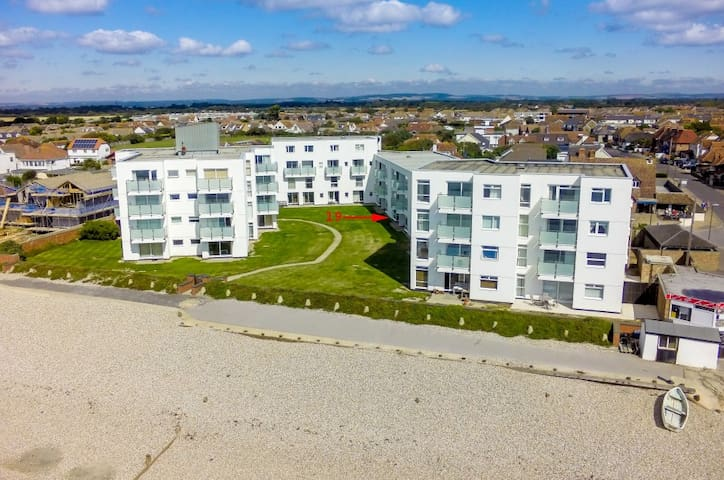 Flat on Wittering beach front