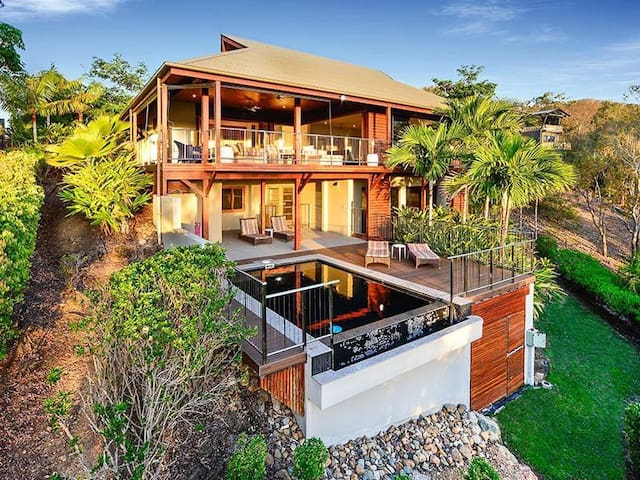 The Retreat - Secluded, Hamilton Island home