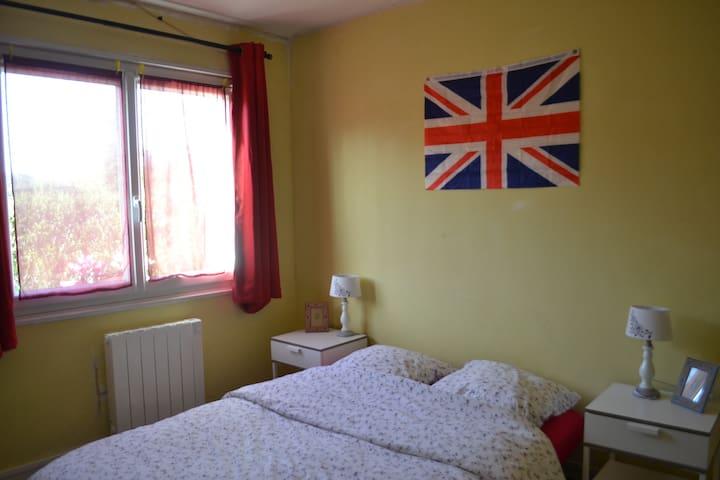 Chambre dans maison strepiniacoise