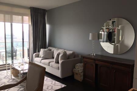 Modern 1 Bedroom Downtown Toronto Condo - Toronto - Osakehuoneisto