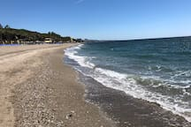 Playa cercana al apartamento, a 200 m. aprox.