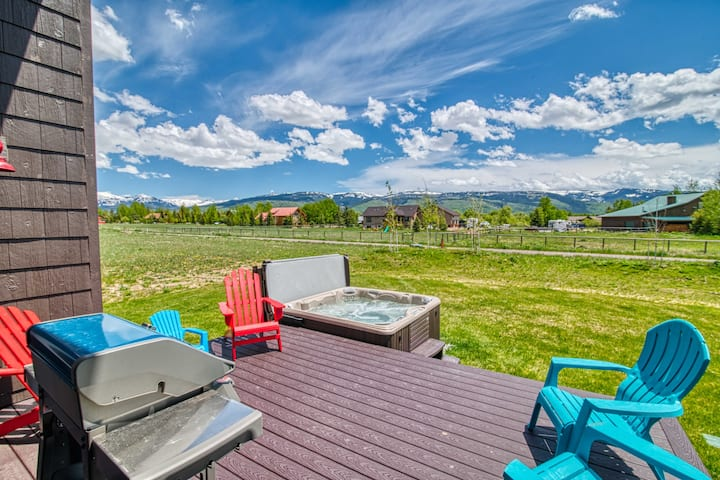 Teton Valley Retreat - Sleeps 24/ Large Hot Tub