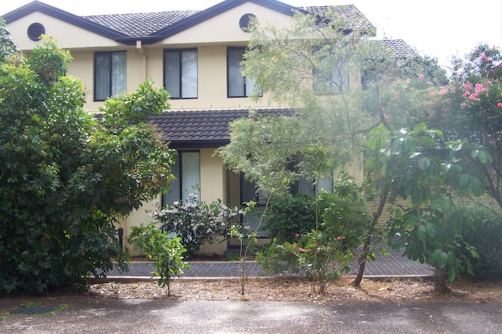 3 Bedroom Townhouse with Ducted Air Conditioning - Hawks Nest