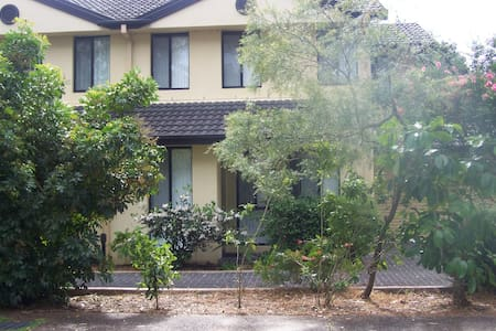 3 Bedroom Townhouse with Ducted Air Conditioning - Hawks Nest - Reihenhaus