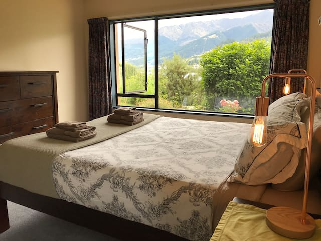 Large private lakeside room in Queenstown