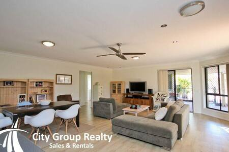 House with pool close to Robina Town Centre